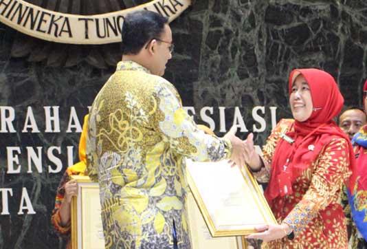 apresiasi adiwiyata mandiri SMAN 110 dari gubernur DKI 2019