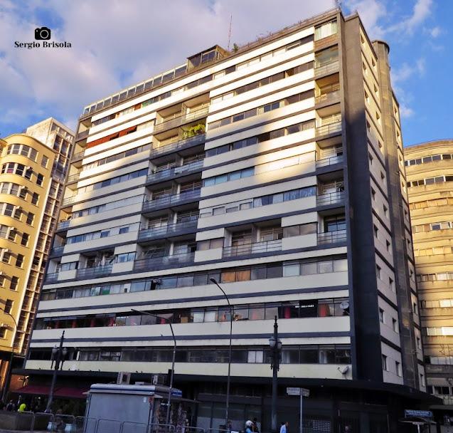 Vista ampla da fachada do Edifício Esther - Republica - São Paulo