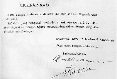 Teks Naskah Proklamasi hasil ketikan Mohamad Ibnu Sayuti Melik yang ditempatkan di Monumen Nasional