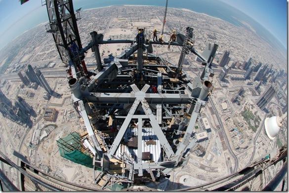 Foto tirada do topo de um dos prédios mais altos de Dubai!