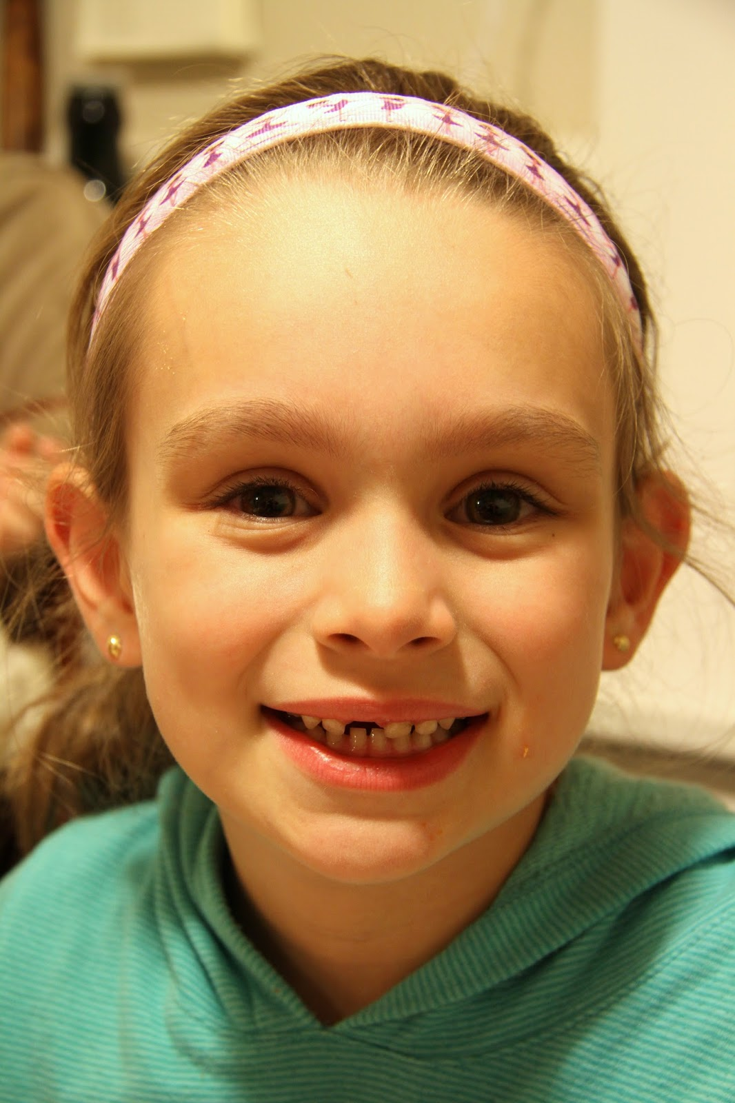 La Famiglia My Big 6 Year Old Loses Her First Tooth