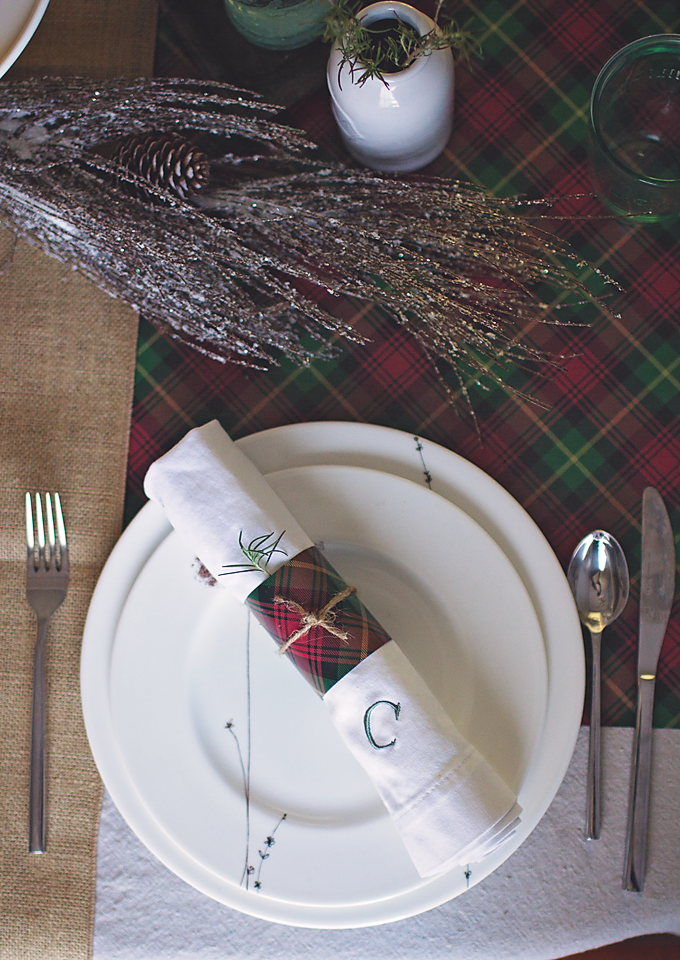 This might be the simplest holiday project you ever do! Have company coming over for a pre-holiday dinner? Just want your table to be set for the holidays just in case? This is so simple, I wish I'd thought of it years ago. Wrapping paper holiday hack for a classic table setting