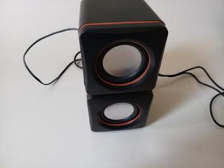 2.0 multimedia speaker picture