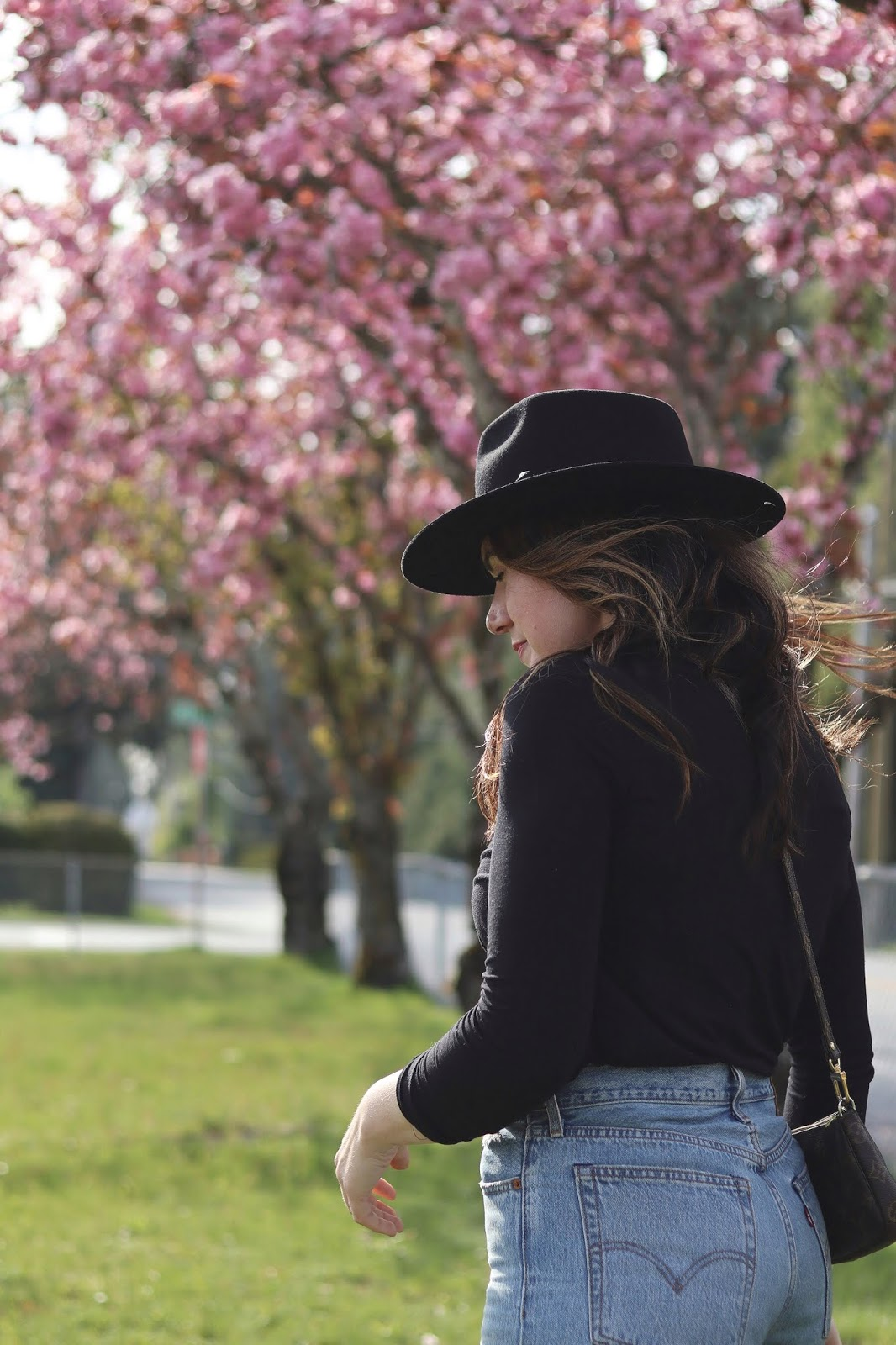 doc martens outfit idea levis wedgie jeans lack of color hat vancouver blogger cherry blossoms