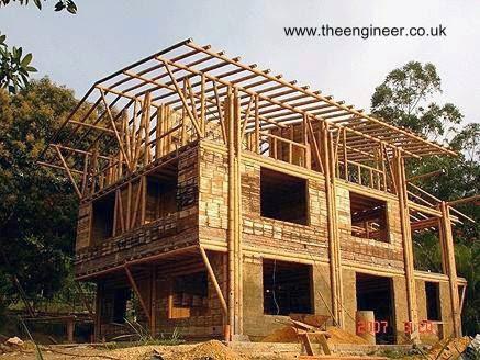 Construcción de una casa con cañas de bambú