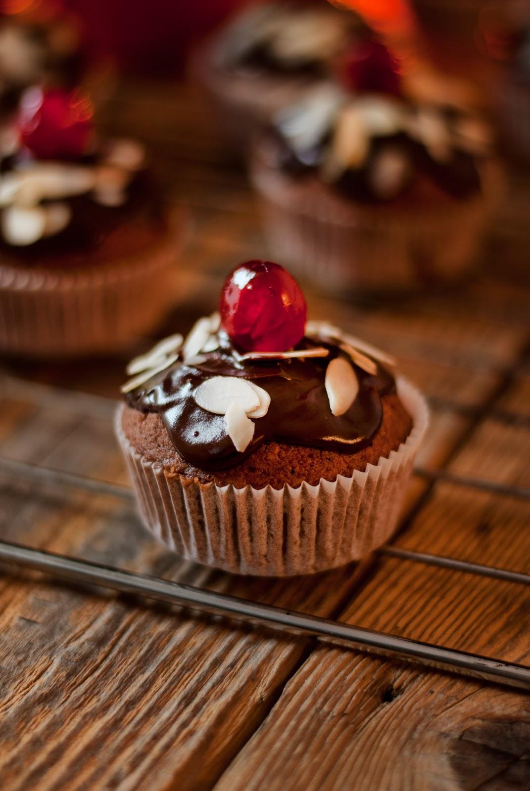 Bezglutenowe muffiny piernikowe z czekoladą