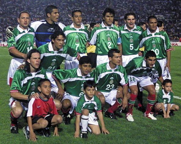 Formación de México ante Chile, amistoso disputado el 11 de abril de 2001