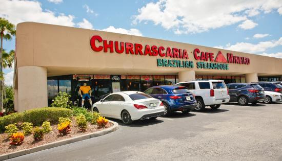 Entrada do restaurante brasileiro Café Mineiro em Orlando