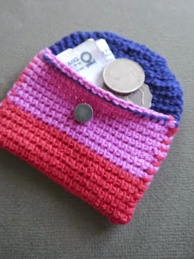 Tutorial for a super easy and practical credit card size holder. From Sarita Creative.