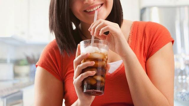 Bahaya Pengaruh Minuman Bersoda pada Wanita