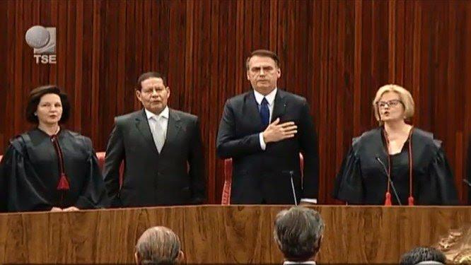BOLSONARO E MOURÃO SÃO DIPLOMADOS PELO TSE
