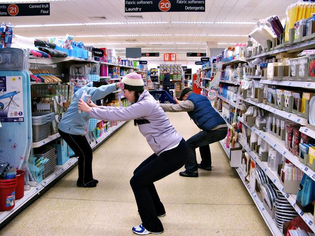 empleados en un supermercado