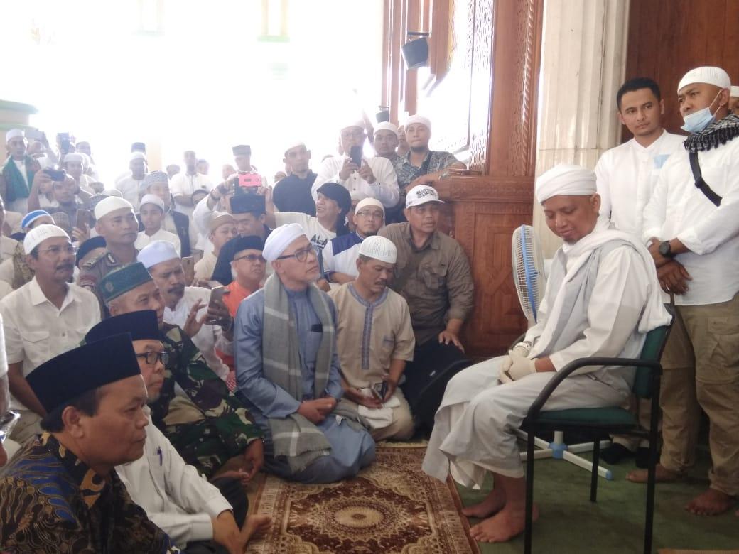 Detik-Detik Haru Penyambutan KH M Arifin Ilham di Masjid Az-Zikra