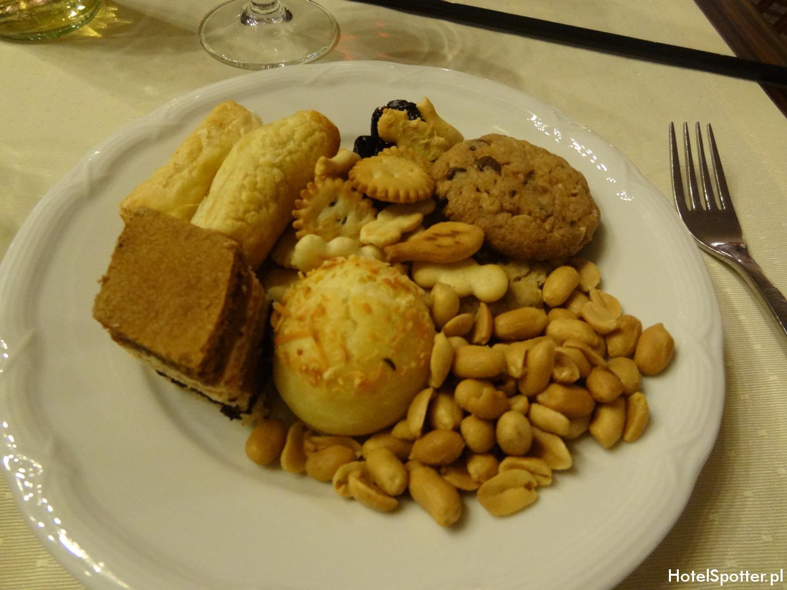 Hilton Budapest hotel recenzja review executive lounge przekaski
