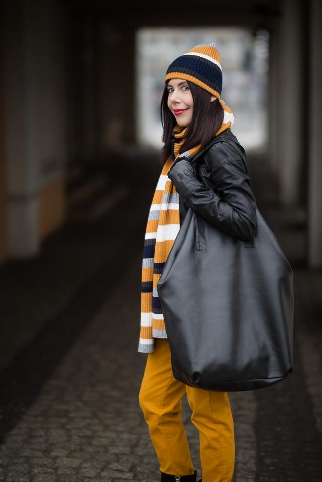 jak nosić dużą torbę? | torba oversize | torba XXL | wielka torba hit 2017 | MOMO FASHION | szalik w paski ZARA | jak nosić kolor musztardowy | streetstyle | blog modowy | blog o modzie | blog szafiarski | blogerka z Łodzi