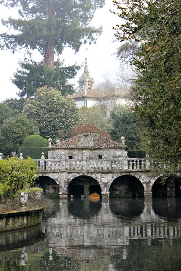 foto del estanque del pazo