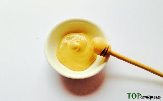 Tại sao bạn nên điều trị mụn trứng cá bằng mật ong nguyên chất?