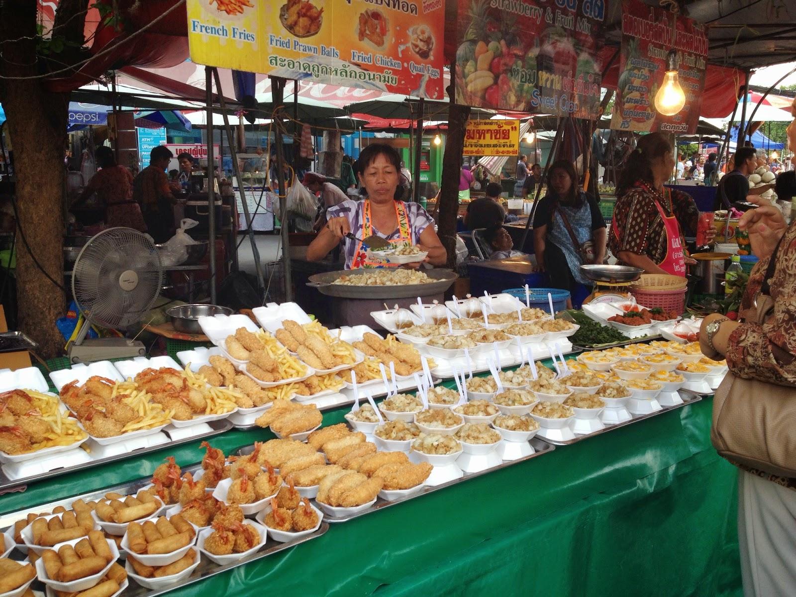 Bangkok - Food stalls at Chatuchak market