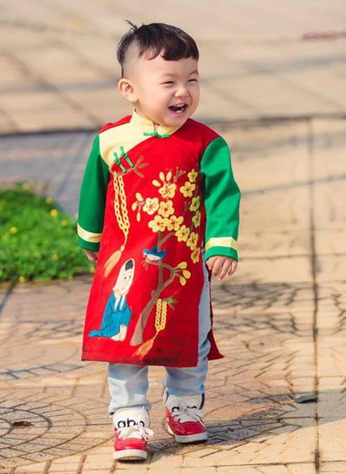 Mua áo dài cách tân cho bé