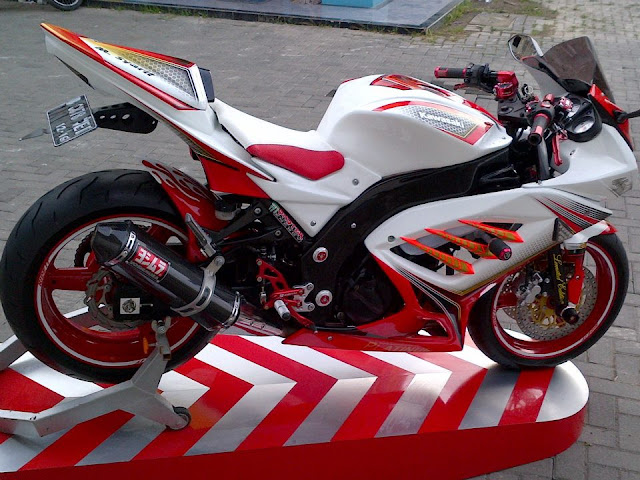 Modifikasi Motor Ninja 250 Putih merah