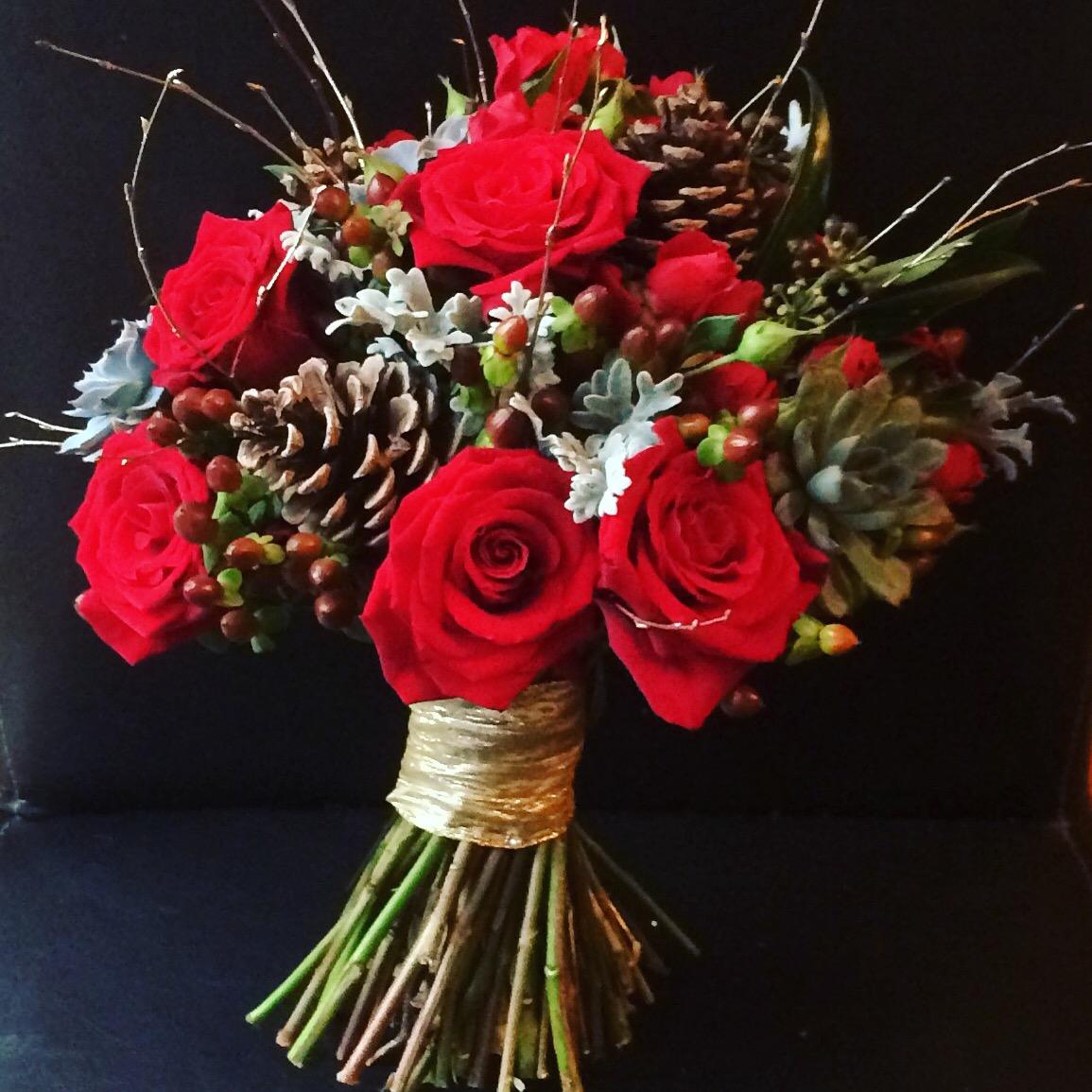 Christmas Wedding Bouquet Ideas: Kolorowe Inspiracje Ślubne: Zimowy Bukiet Ślubny