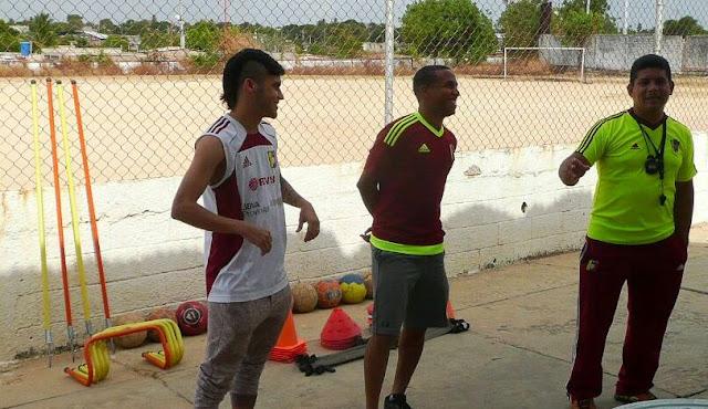 johandry-orozco-visito-el-campo-de-futbol-de-la-villa-con-miras-a-dictar-clinicas