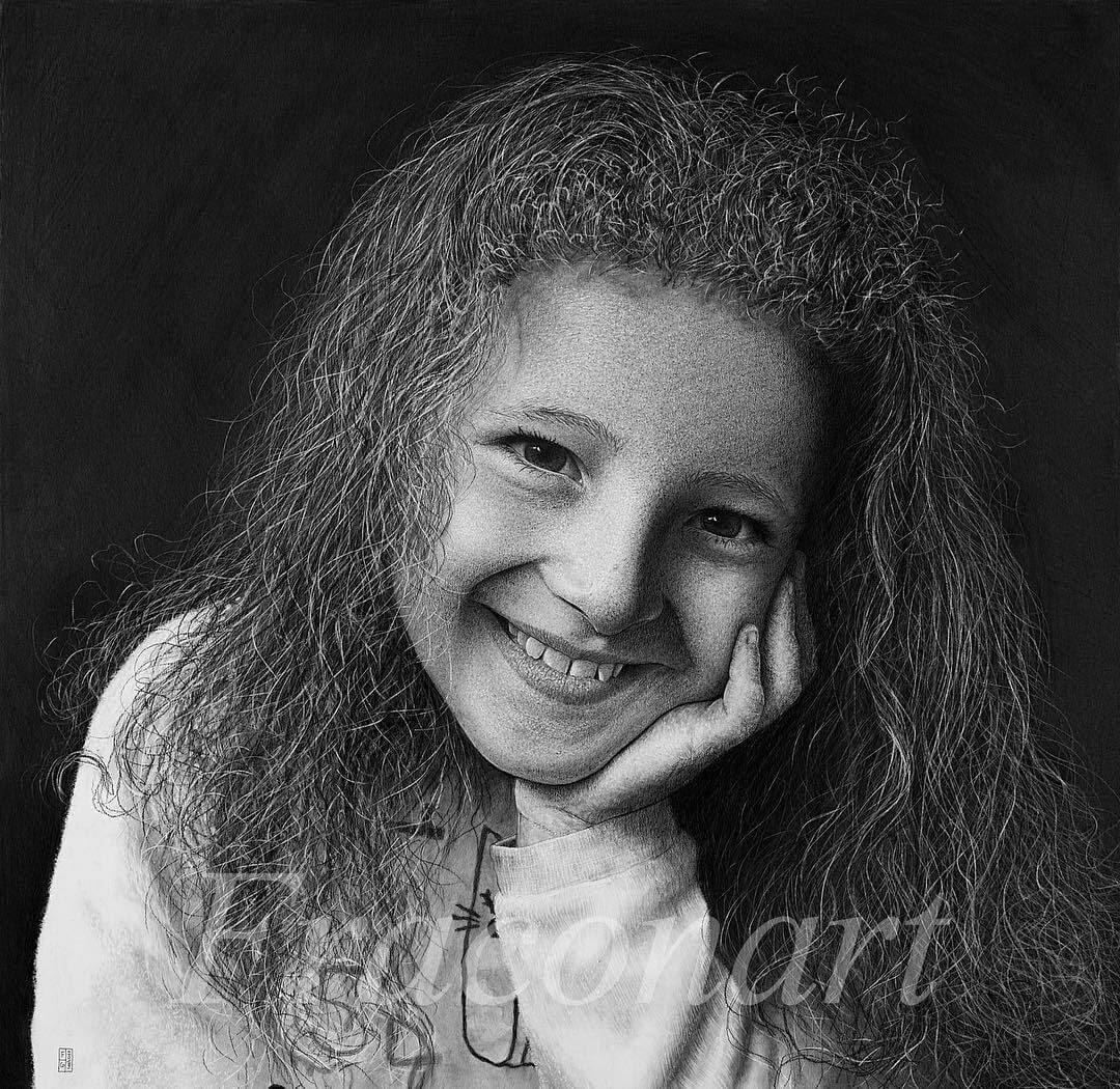 02-Anna-Francesco-Contili-Realistic-Graphite-and-Charcoal-Portrait-Drawings-www-designstack-co