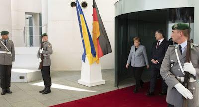 """Меркель визнала """"Північний потік-2"""" політичним проектом Росії"""