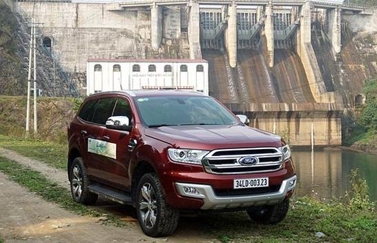 Ford Everest 2.2L Titanium sự khác biệt về giá trị