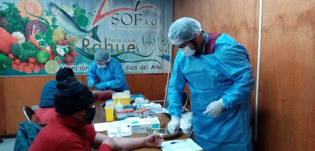 Realizan exámenes de sangre en Feria de Rahue para detectar casos de COVID-19