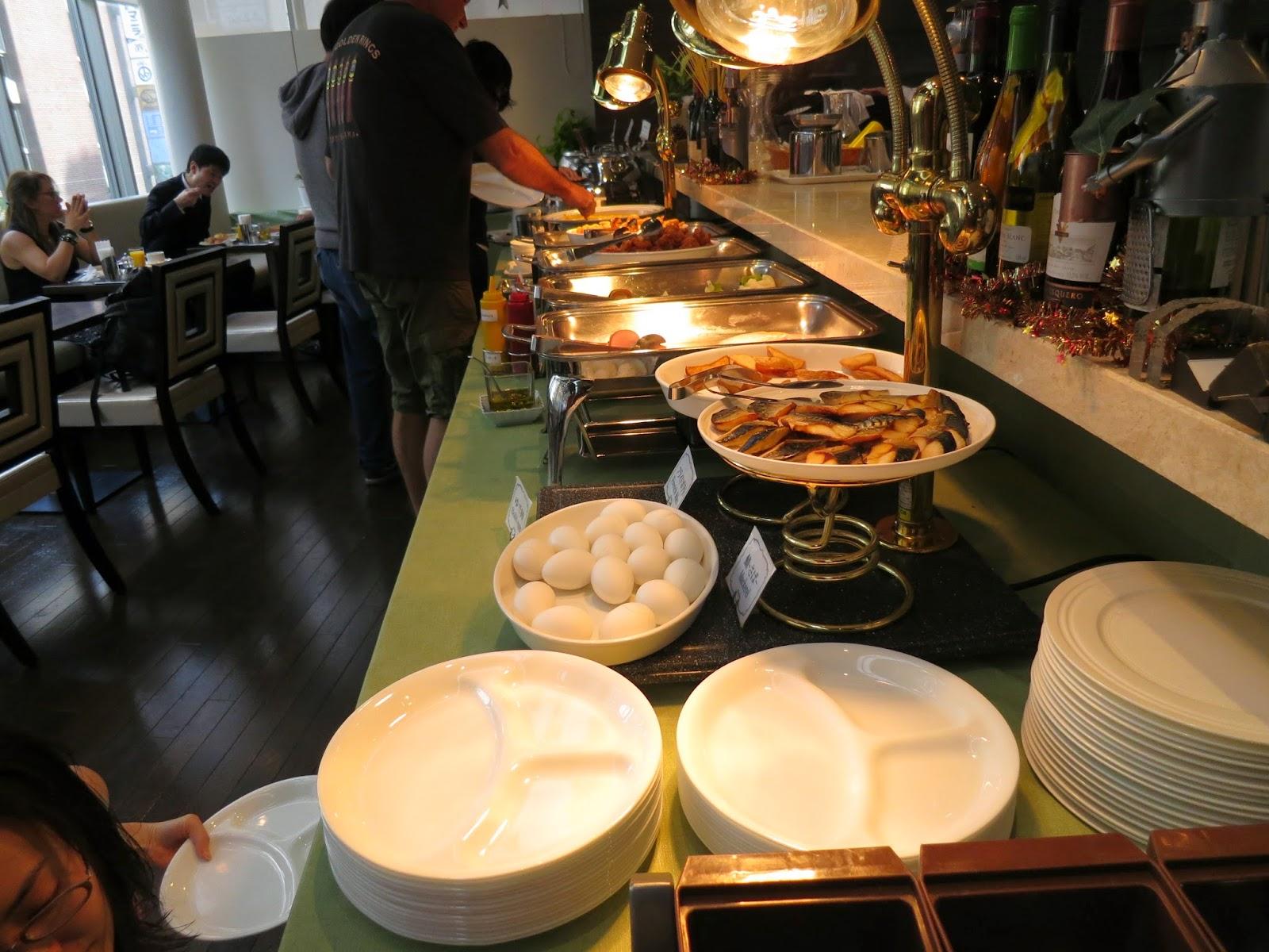 Japan hotel breakfast buffet. Tokyo Consult. TokyoConsult.