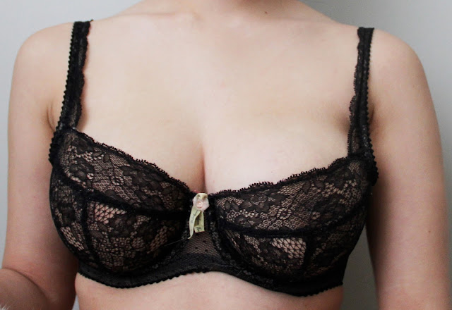 Fashion Success Is In Season, So Check Out Our Tips Close-up_Fayreform_30DD_black_lace_bra