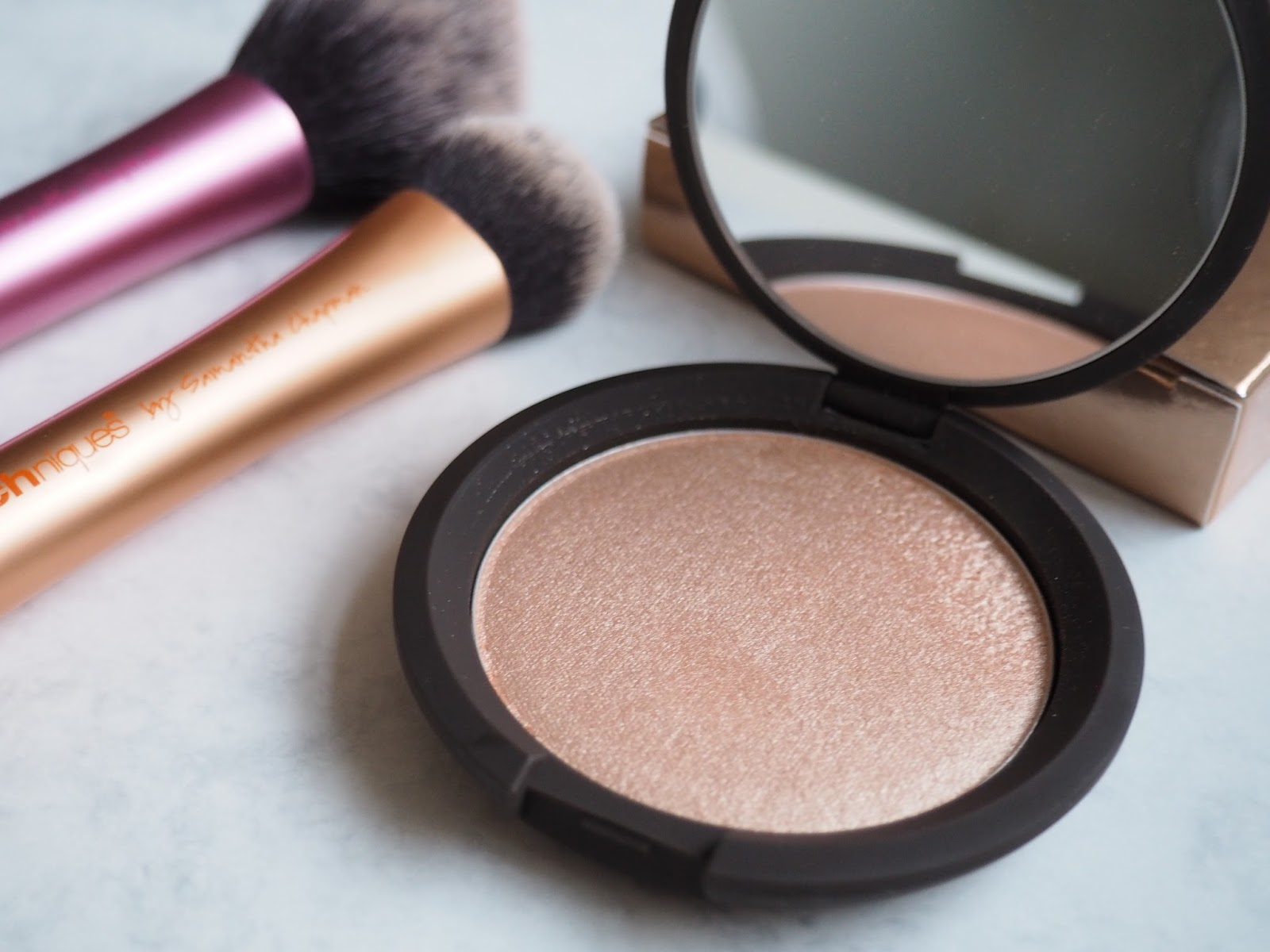 BECCA Jaclyn Hill Champagne pop shimmering skin perfector