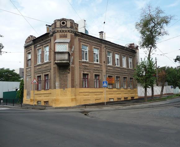 Донецк. Ул. Челюскинцев, 54
