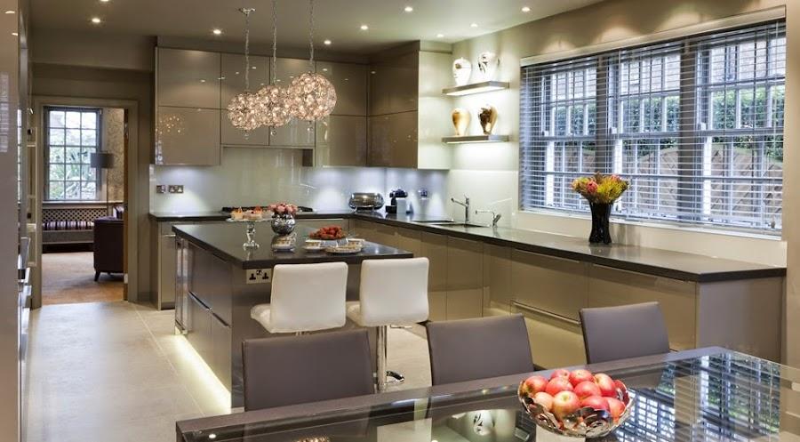 cocina-con pared-frontal-en-vidrio-designs.neillerner6