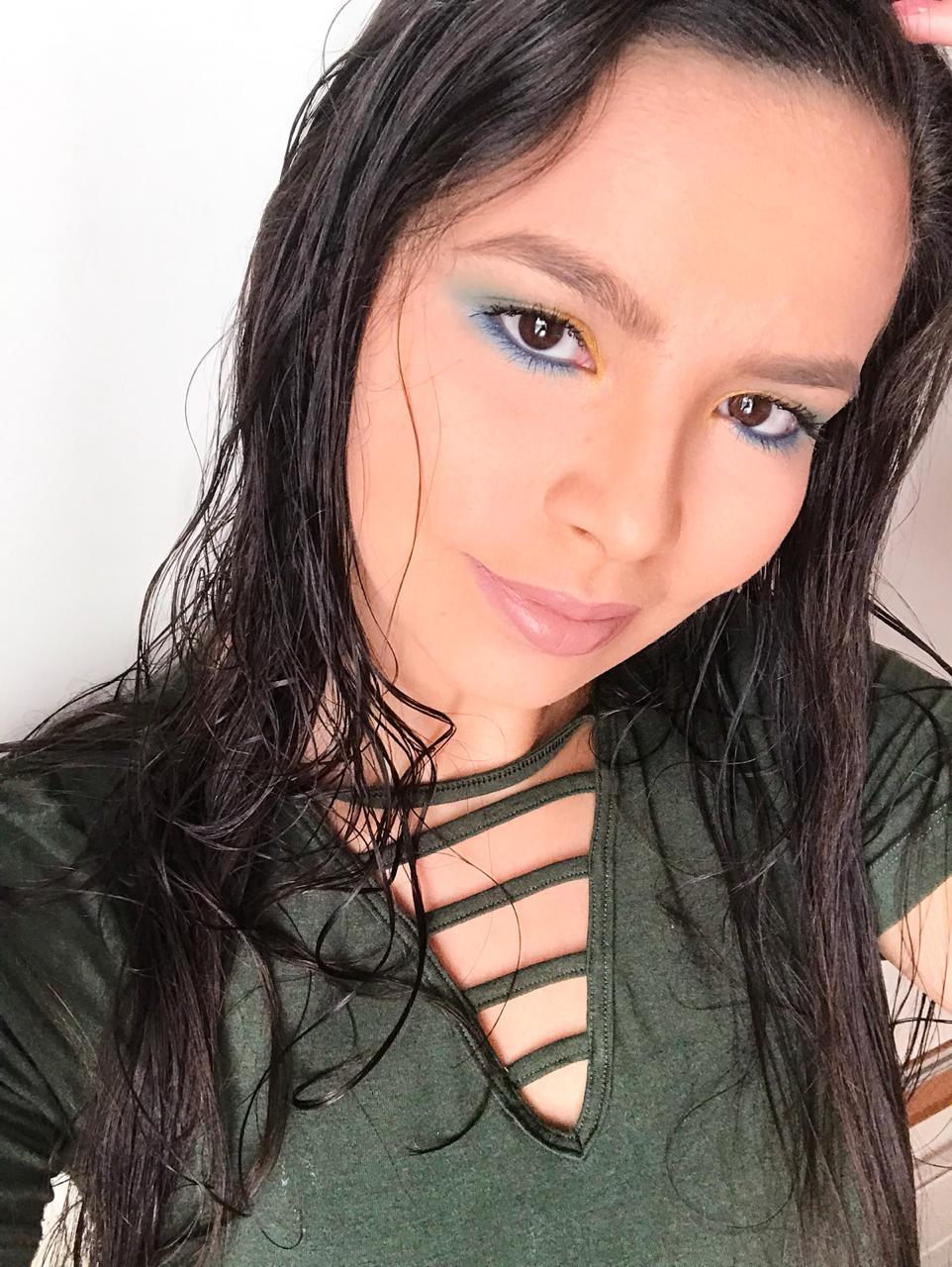 Inspiração de Maquiagem Verde, Amarela e Azul