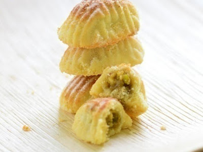 mamoul with dates is made with a round shaped mold Mamoul With Pistachio Filling Recipe