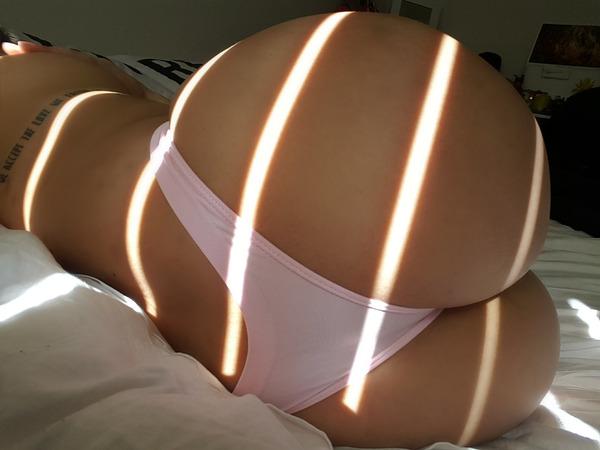 Фото женских попок сзади