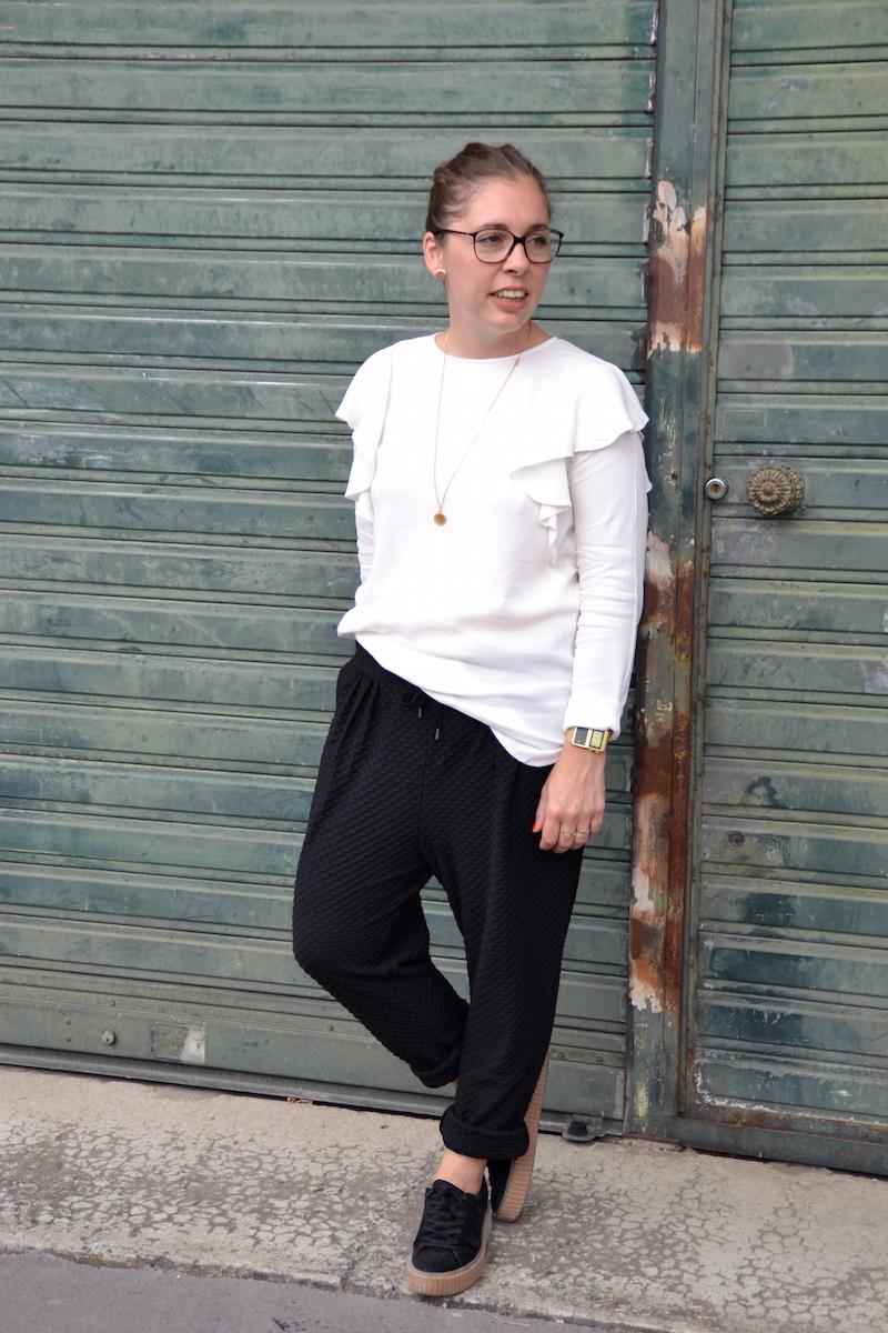 Pantalon jogger H&M, blouse a volants H&M, creepers Public desire, collier backstage store., boucle d'oreille H&M