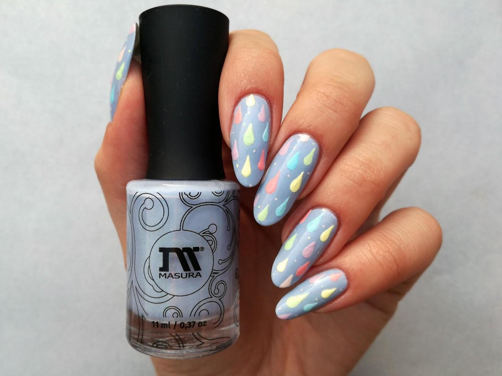 błękitne paznokcie na wiosnę