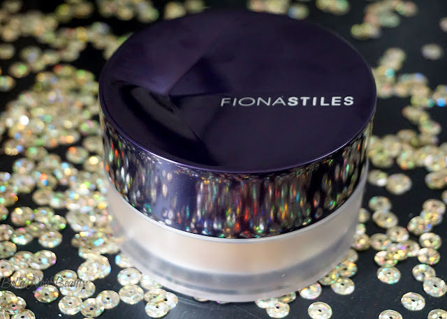 Fiona Stiles Invisible Finish Loose Setting Powder | bellanoirbeauty.com