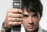 Luis Fonsi guitar