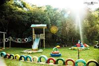 parque de juegos con neumaticos reciclados utilizados
