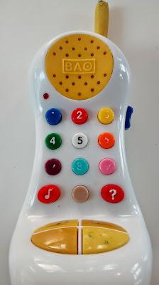 Kleinkind telefoniert gern Fragen stellen Warum bei Zweijaehrigen Runzelfuesschen Elternblog