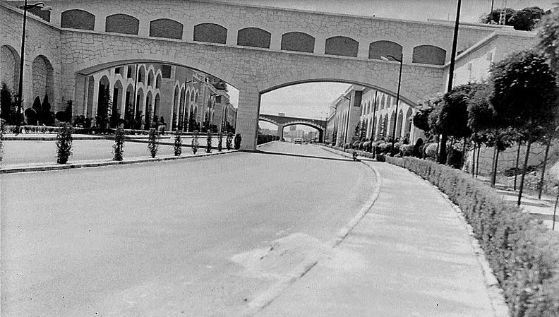 Cazando puentes pasarela del canal de isabel ii madrid for Oficinas canal isabel ii madrid
