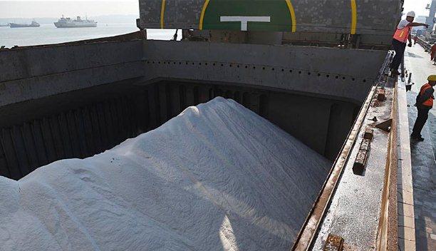 Harga Garam di Cirebon Terjun Bebas di Titik Terendah
