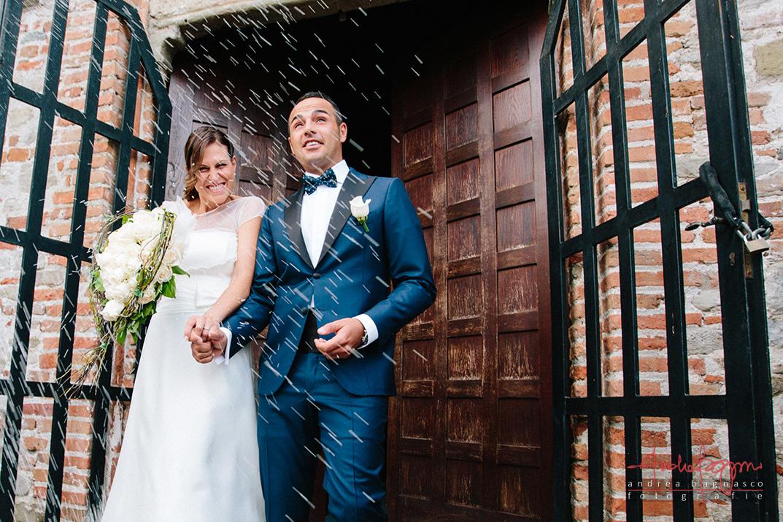uscita sposi riso foto matrimonio