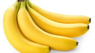 Seperti halnya alpukat, pisang juga termasuk buah yang banyak mengandung mineral magnesium yang baik untuk kesehatan paru-paru. Sebuah penelitian yang dilakukan Imperial College London mengungkapkan dengan makan satu buah pisang per hari, anak-anak berpeluang kecil mengalami gangguan pernafasan asma. Kemungkinannya 34% lebih kecil.