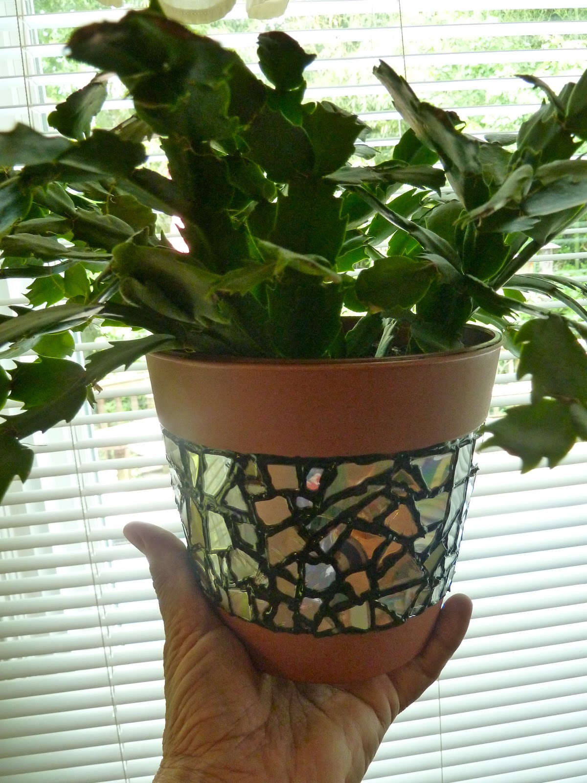 make it easy crafts recycled cd mosaic flower pot. Black Bedroom Furniture Sets. Home Design Ideas