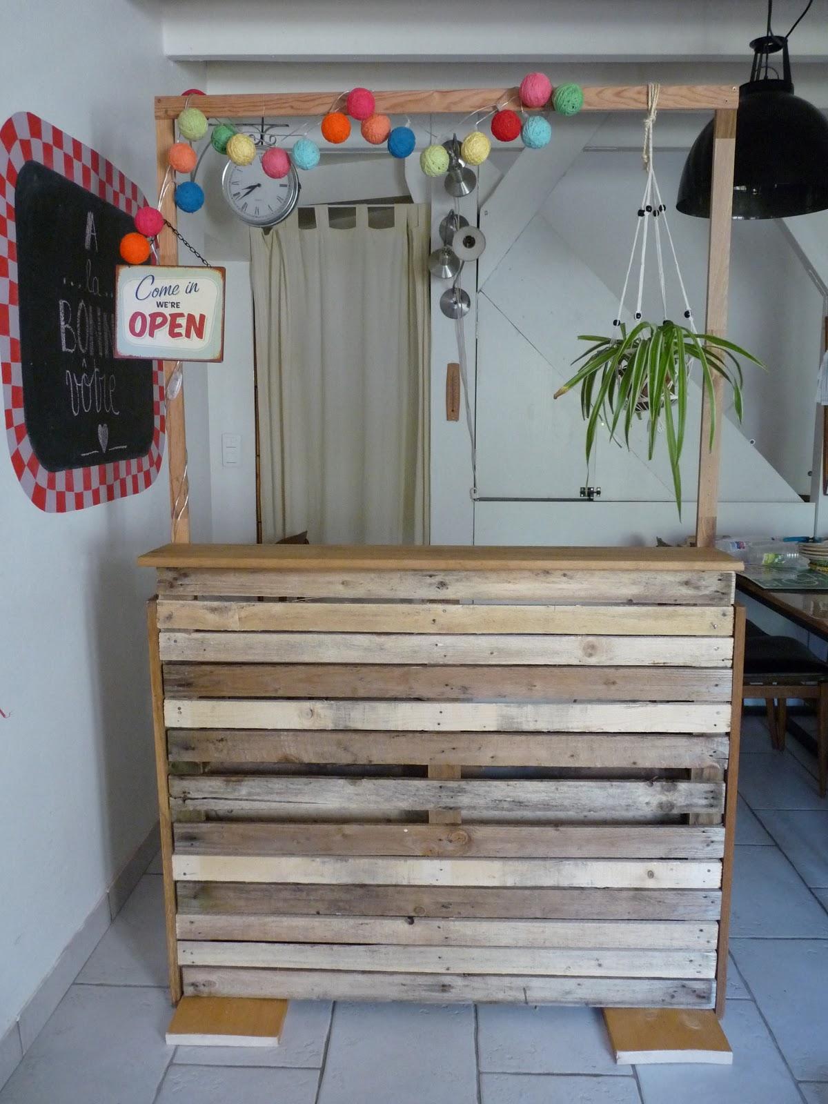 rue rivoirette deco de mariage fabriquer un bar en palettes. Black Bedroom Furniture Sets. Home Design Ideas